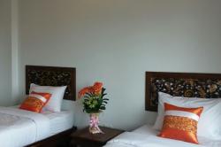 Mid-range (hotel room)